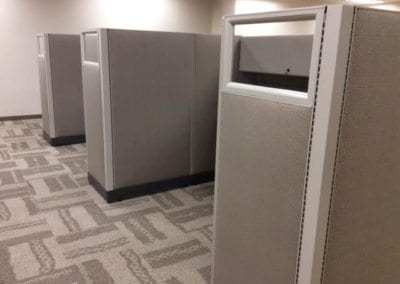 Open Plan Systems Cubicles with Glass on Aisles